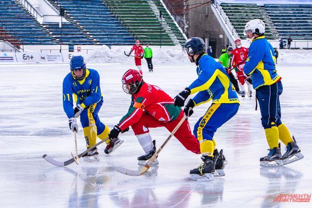 Кубок мира по хоккею с мячом – это международный турнир по бенди среди клубных команд.