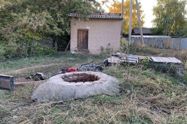 В Пономаревском районе при очистке канализационного колодца погиб сотрудник ЖКХ-организации.