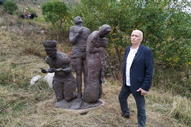 Владимир Соскиев показал свои работы землякам