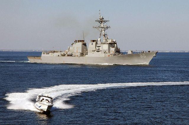 Американский эсминец покидает Черное море