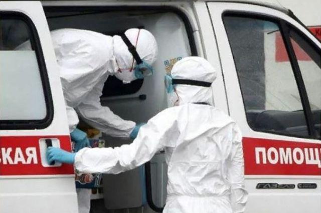 «У дверей» некоторых клиник снова начали скапливаться кареты скорой помощи.
