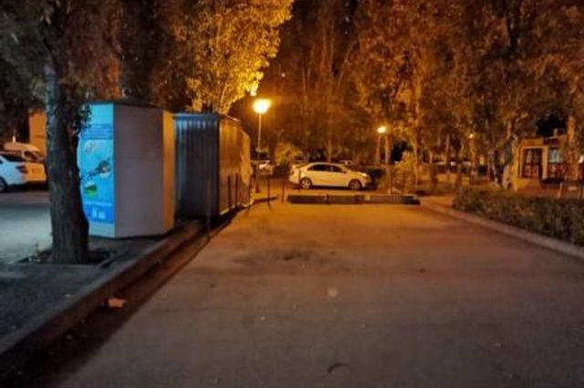 Место происшествия возле одного из домов по улице Дзержинского в Автозаводском районе Тольятти