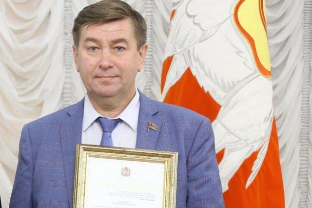 В 2017 году экс-губернатор Борис Дубровский наградил Владимира Чебыкина благодарственным письмом за вклад в развитие физкультуры