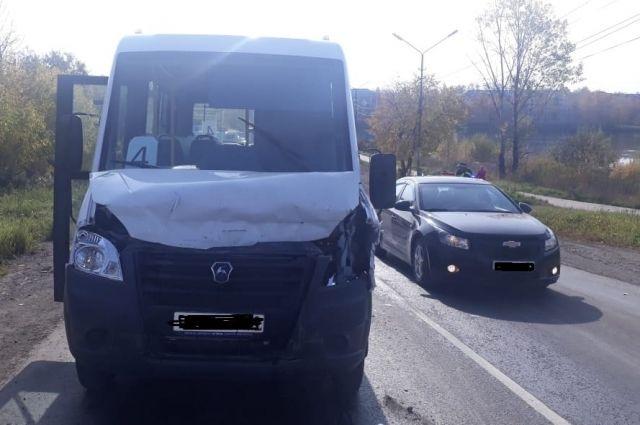 Пострадали два пассажира маршрутки: 55-летняя женщина и 67-летний мужчина.