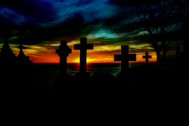 Всего пострадало более десятка надгробий.