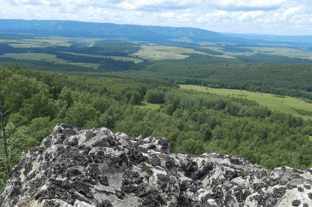 Группа с девятью школьниками заблудилась в горных лесах в Башкирии