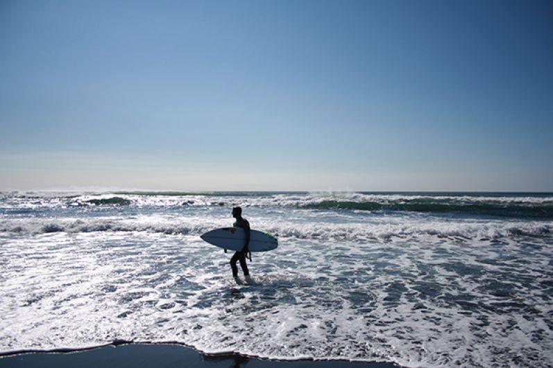 Особенной популярностью пляж пользуется у серфингистов