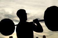 Тюменцам рассказали, как носить тяжести без вреда для здоровья