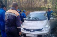 Спасатели помогли вытащить застрявшую машину