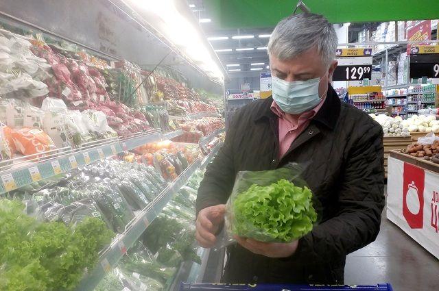 Зампред совета предпринимателей Оренбурга призвала мэрию штрафовать граждан, посещающих магазин без масок, а не владельцев магазина.