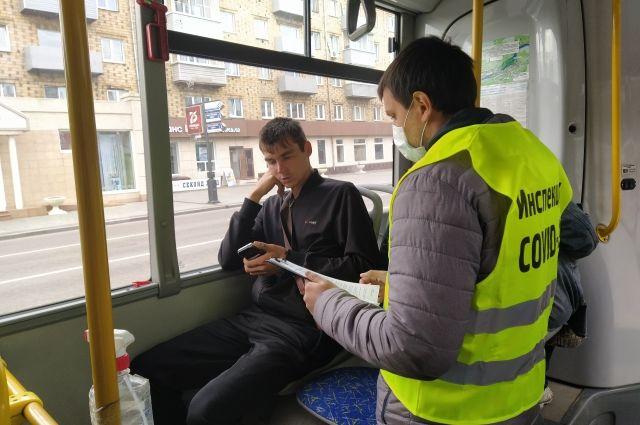 Всего с начала пандемии контролёры проверили 2,5 тыс. автобусов, троллейбусов и трамваев.