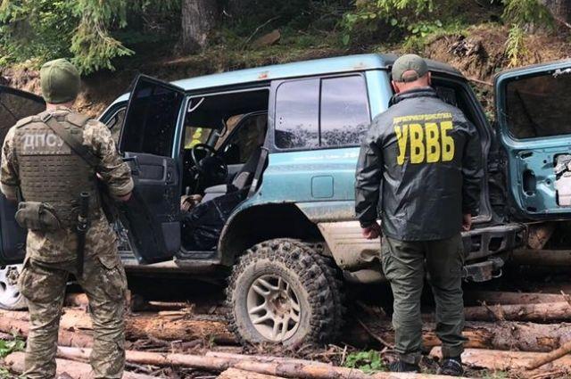 На границе с Румынией пограничники стреляли в авто контрабандистов.
