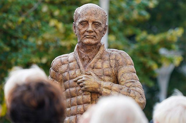 Памятник Михаилу Горбачеву в Дессау-Рослау.