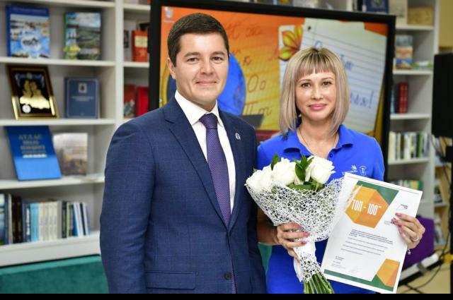 Дмитрий Артюхов вручил награды педагогам Нового Уренгоя