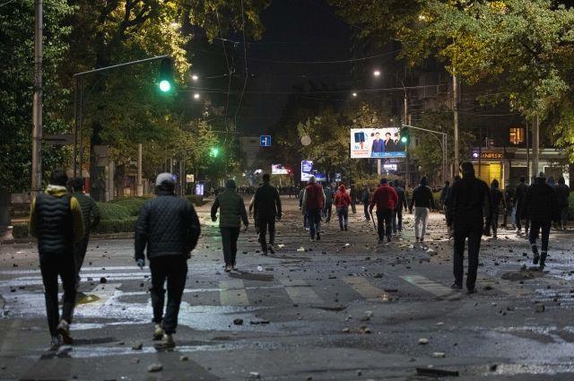 Протестующие в Бишкеке заняли здание правительства Киргизии