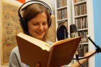 Более 20 сказок, которые долгие годы по крупицам собирали в деревнях Пермского края, записала и озвучила потрясающая команда рассказчиков.