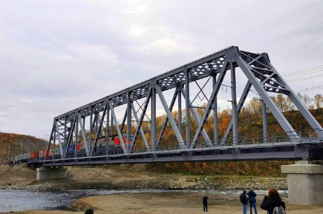 Чуть больше трёх месяцев потребовалось на строительство нового моста через Колу.