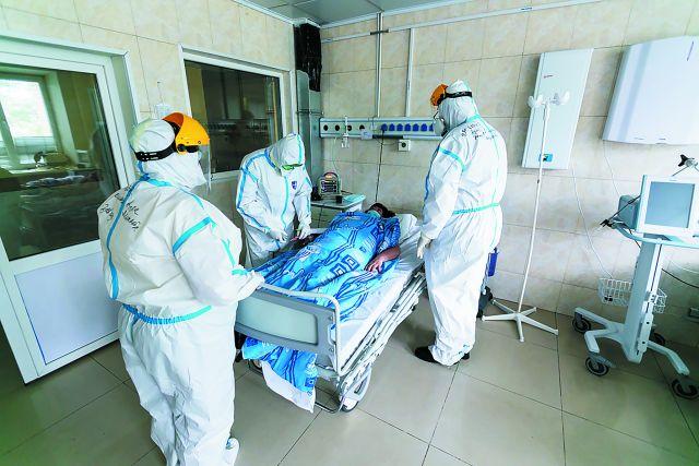 Пока коронавирус не побеждён, врачи не уйдут с передовой.