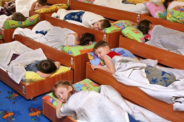Выдвижные кроватки частично решают проблему нехватки места.
