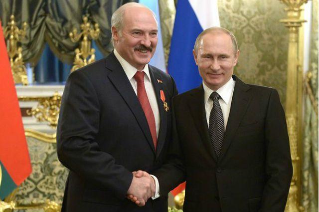 Лукашенко поздравил Путина с 68-летием