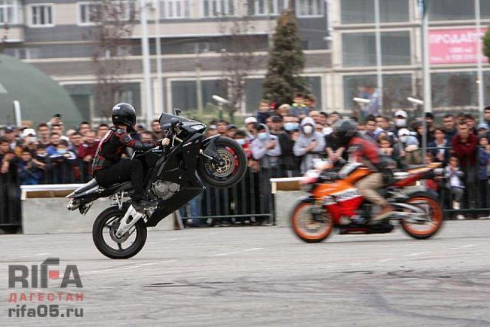 Первое место в гонках занял Руслан Юсупов (Дагестан), второе место – Азат Исламов (Пятигорск), третье место – Гаджимурад Курбанисмаилов (Дагестан).