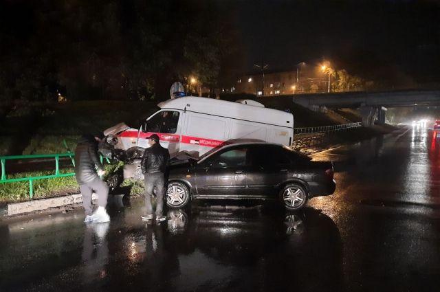 Служебный автомобиль столкнулся с иномаркой «Nissan Almera».