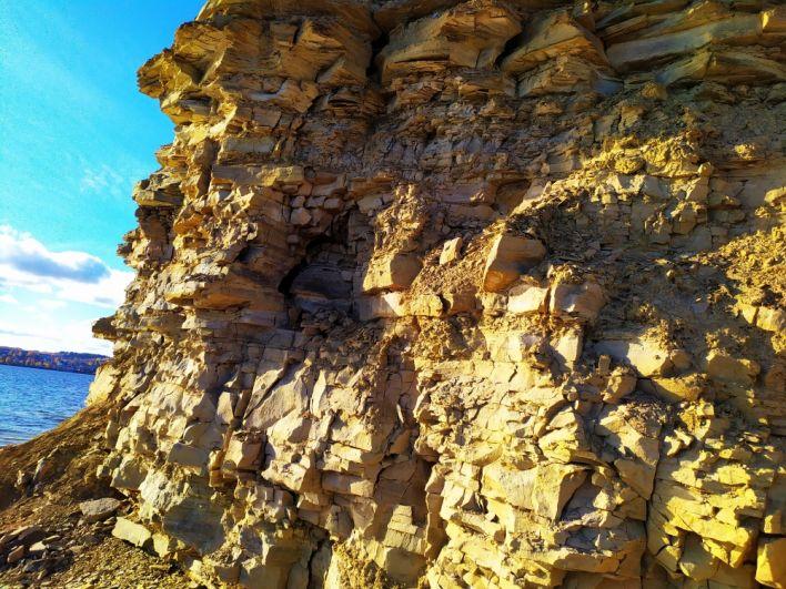 Живописные скалы.