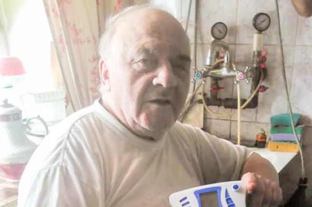 Владимир Сергеевич не понимает, как он мог купить прибор, который не только не помогает, но теперь и не работает.
