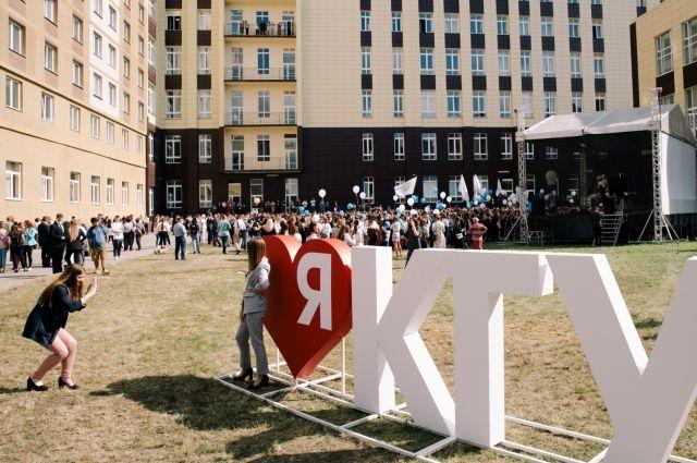 В новом учебном году университет принял 1800 студентов на первый курс.