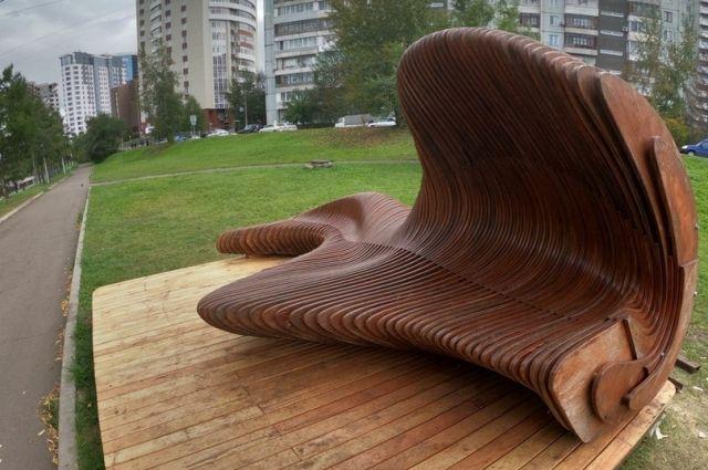 Красноярцы могут снова проводить время на полюбившейся скамье «Нрав реки».