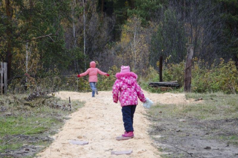 Бор - рай для детей. Но следить за ними надо.