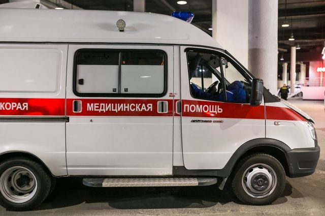 Со множеством травм водителя доставили в больницу.