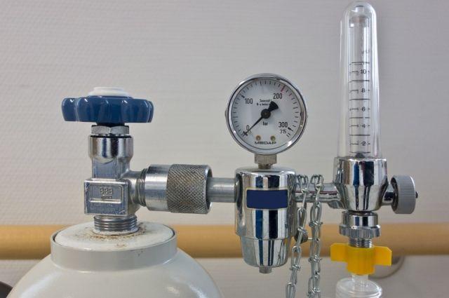 По словам одного из пациентов, в конце рабочей недели неправильно заправили аппараты, в результате чего пациентам стало не хватать кислорода.