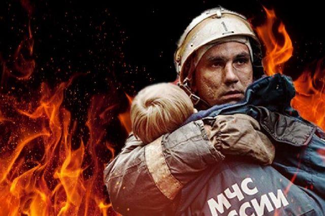 В Оренбурге из пожара в девятиэтажке спасены восемь человек, в том числе четверо детей.