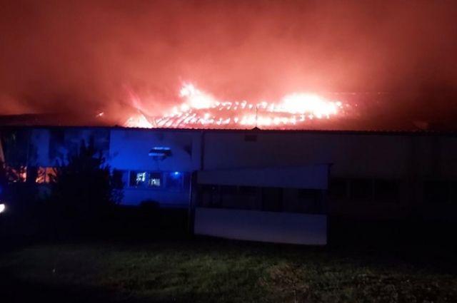 В Мукачеве на лыжной фабрике «Тиса» произошел масштабный пожар.