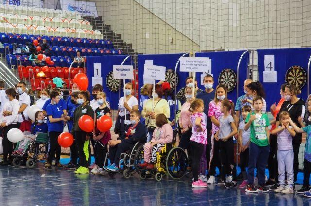 В соревнованиях приняли участие семейные команды со всего Пермского края с детьми-инвалидами в возрасте от 7 до 17 лет.