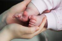 Поддержка должна помочь женщинам не отказываться от новорождённого малыша из-за временных проблем, пережить трудности и сохранить семью.