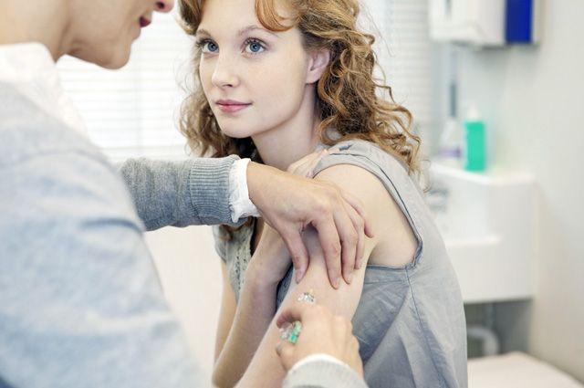 Гинеколог: «Прививка от ВПЧ защитит от 10% заболеваний раком» | Здоровая жизнь | Здоровье - Аргументы и факты