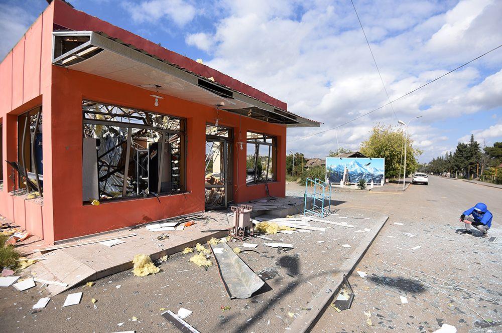 Здание магазина в Мартакерте, разрушенное в результате обстрелов.