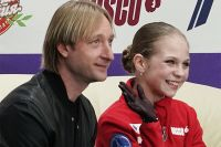 Александра Трусова и тренер Евгений Плющенко.