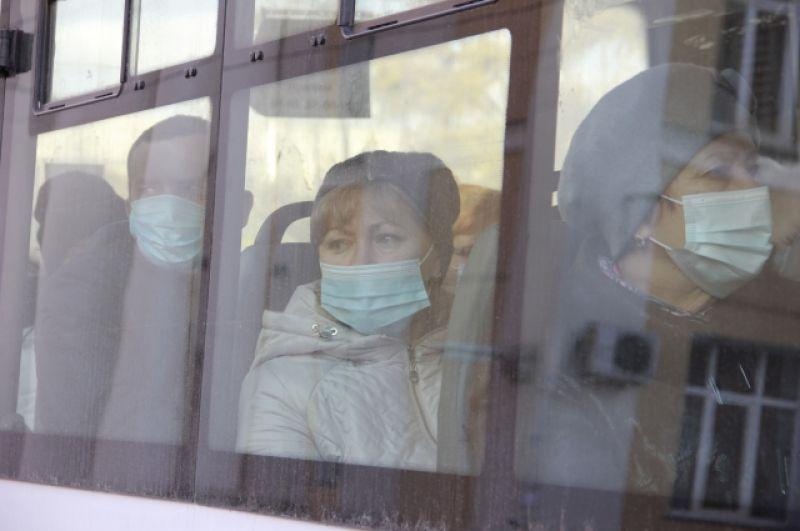 Учитывая нынешнюю динамику распространения заболевания, ношение масок просто необходимо.