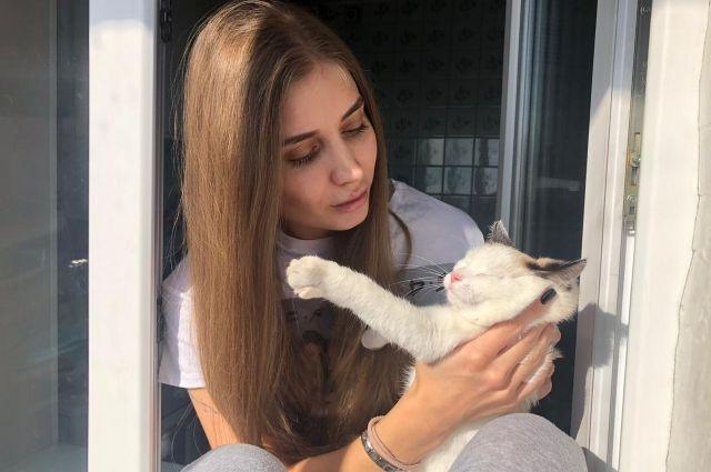 Свою любимицу, кошку Булку, Елена Капина тоже нашла на улице.