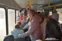 В Оренбурге дачные маршруты перевозят толпы пожилых огородников.