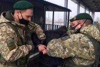 На границе с РФ задержали мужчину, который незаконно переправлял нелегалов.