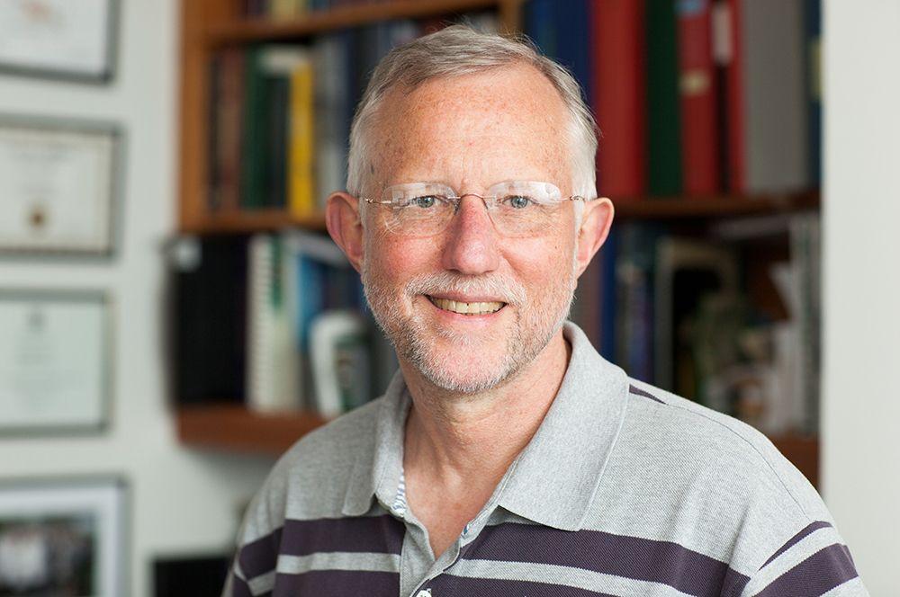Премию в области медицины получили Харви Альтер, Майкл Хоутон и Чарльз Райс за открытие вируса гепатита С. На фото: Чарльз Райс.