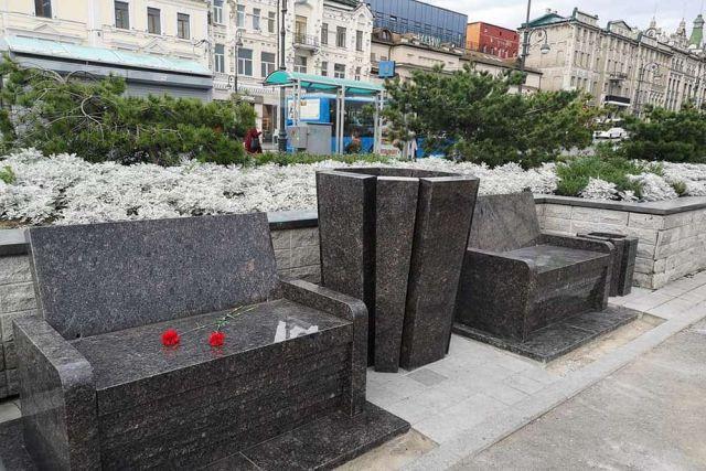 Спорные лавочки убрали с площади, но память о них останется надолго.