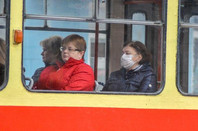 Главные средства защиты от коронавируса остаются неизменными: маска, перчатки, обработка рук.
