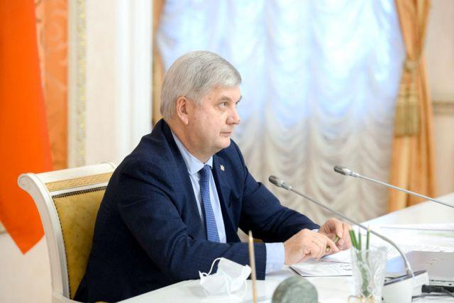 На заседании оперштаба по мониторингу ситуации с социально значимой сельхозпродукцией Александр Гусев выступил с докладом.
