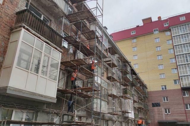 В администрации Тюмени проверили ход капремонта дома по улице Урицкого