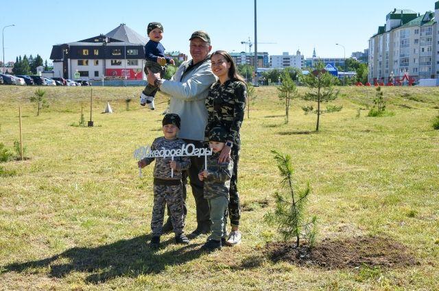 Горожане озеленяют улицы Ханты-Мансийска